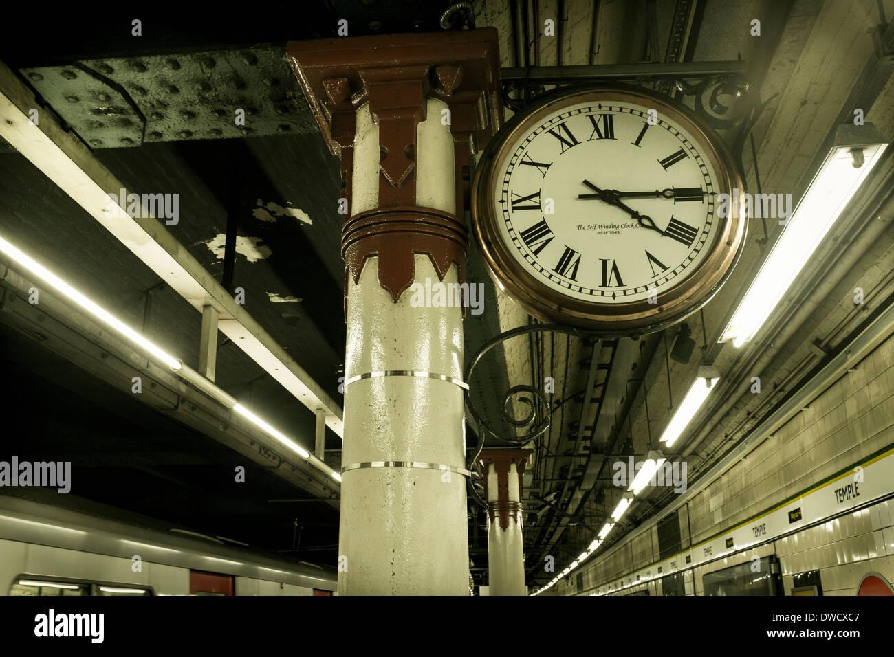 Platform clock,  Temple Underground station, London, UK - Stock Image
