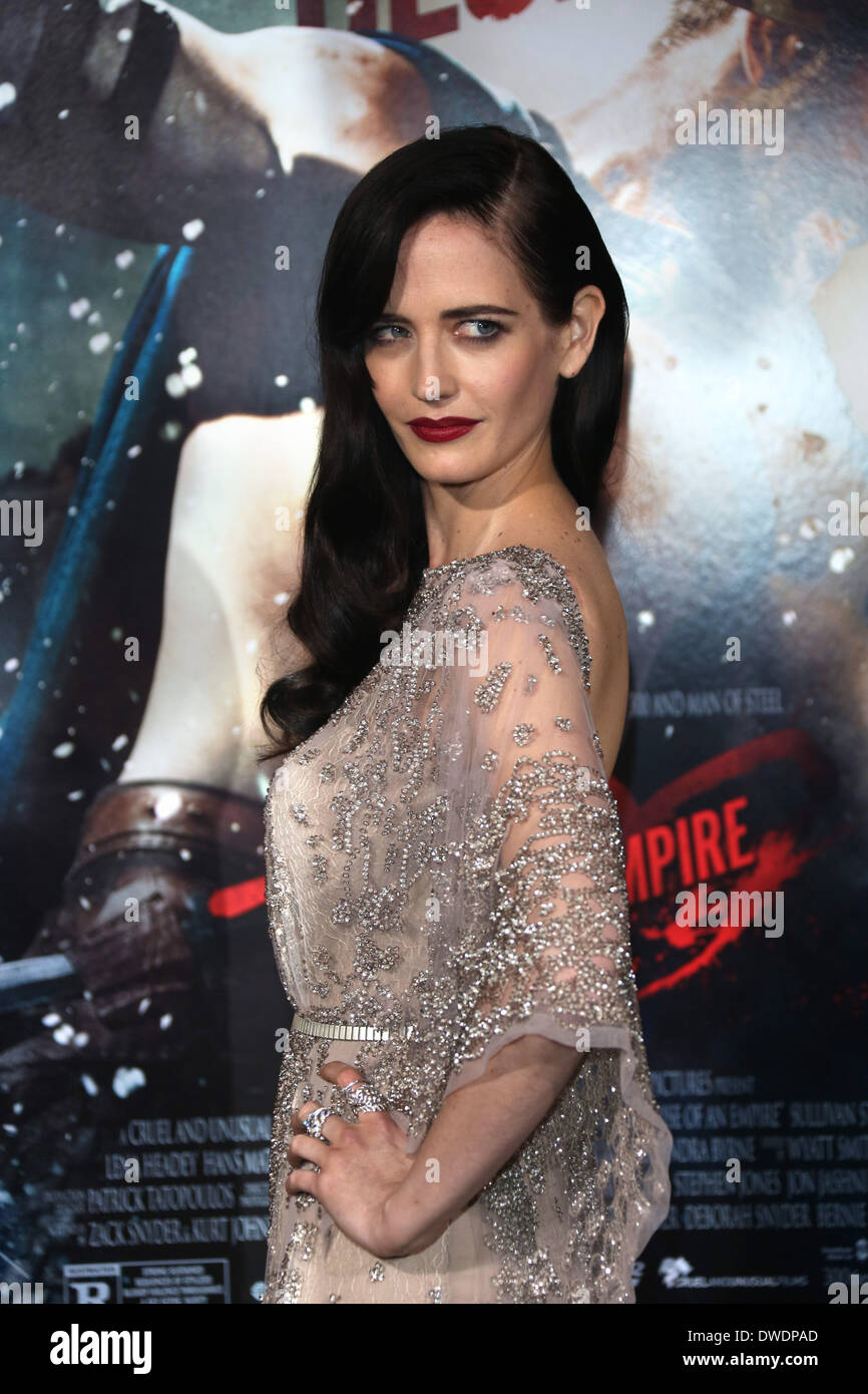 Actress Eva Green Attends The Premiere Of 300 Rise Of An Empire At Stock Photo Alamy