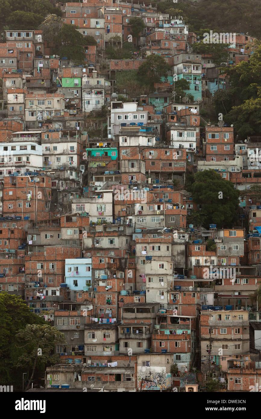 Cantagalo Rio de Janeiro fonte: c8.alamy.com