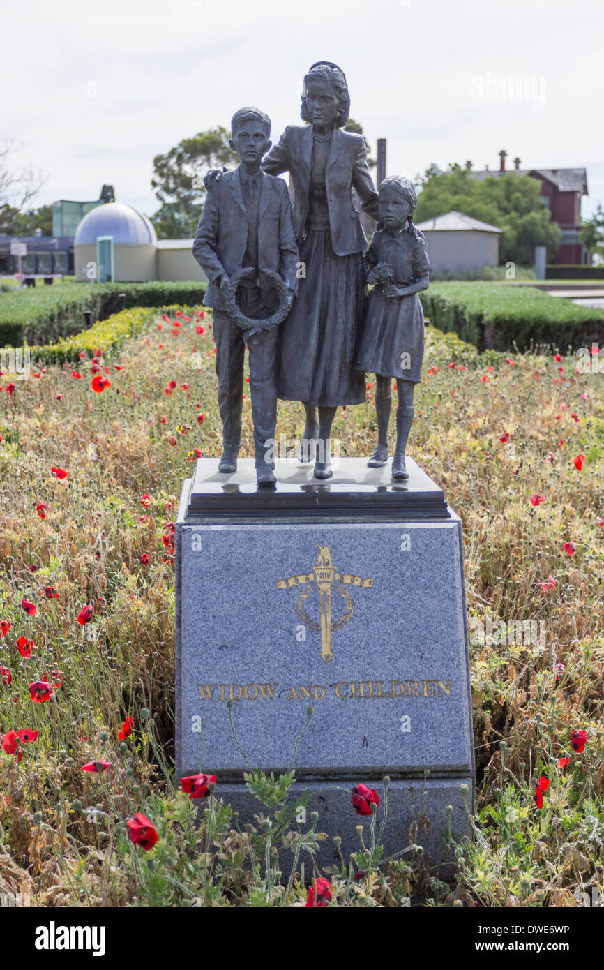 Widow and Children statue at the WW1 Shrine of Remembrance, Melbourne, Australia - Stock Image