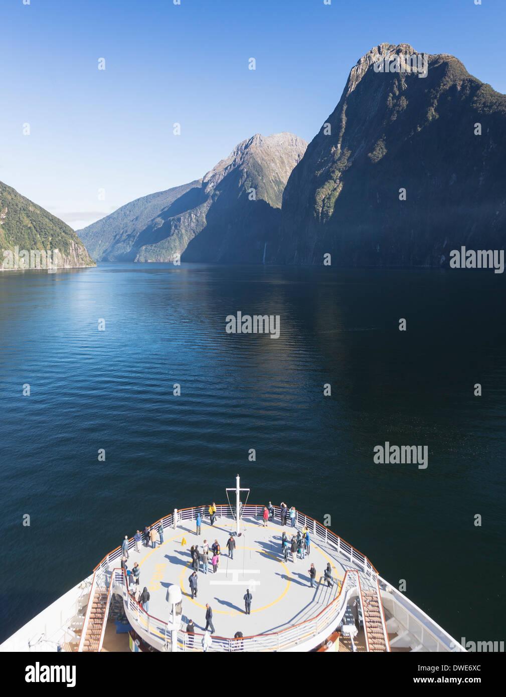 New Zealand, Milford Sound, Fiordland National Park - Cruse ship sails into Milford Sound, South Island, New Zealand - Stock Image