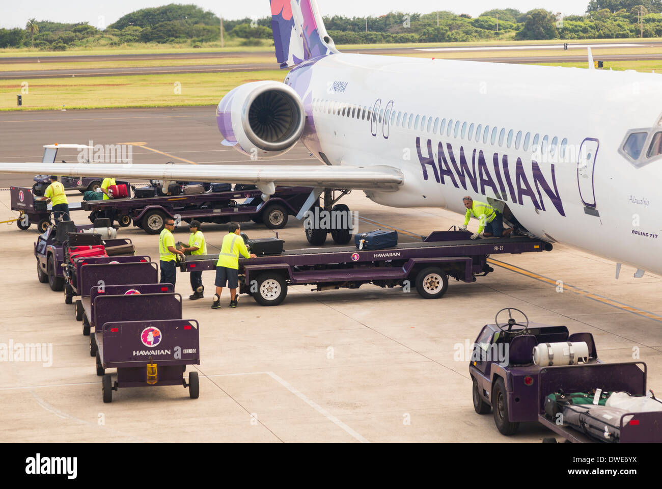Hawaiian Airlines Boeing 717 being unloaded at Lihue terminal on island of Kauai in Hawaii, USA - Stock Image