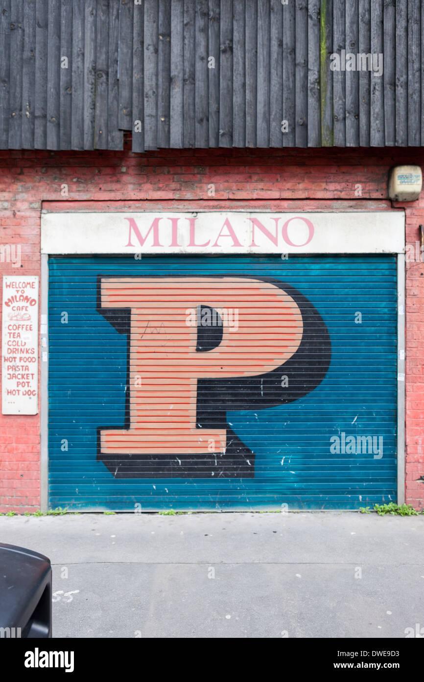 Ben Eine letter P in Shoreditch, London. - Stock Image