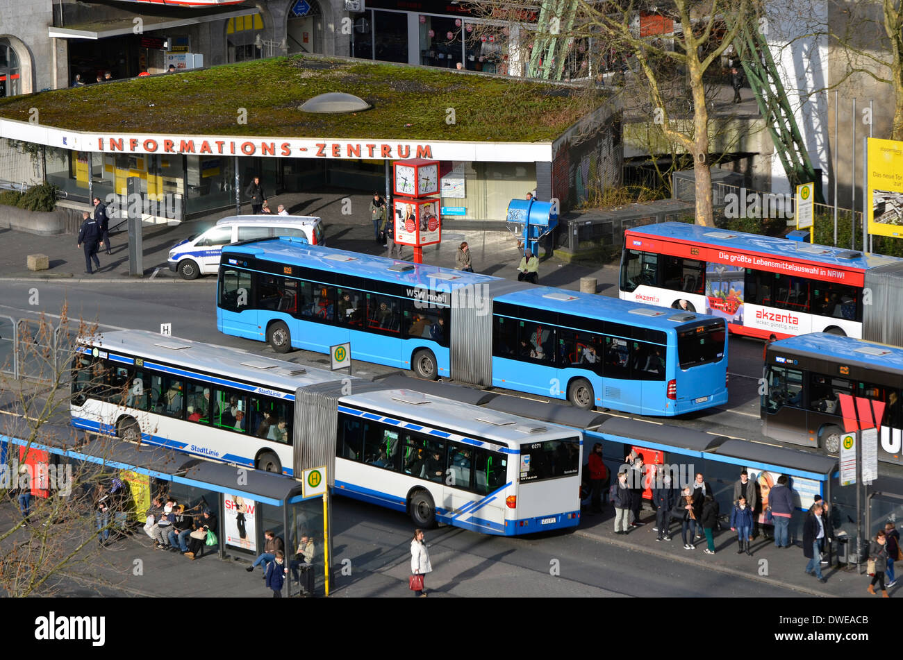 Wuppertal Zentrum showing the large bus station. Wuppertal Zentrum, die die großen Busbahnhof. - Stock Image