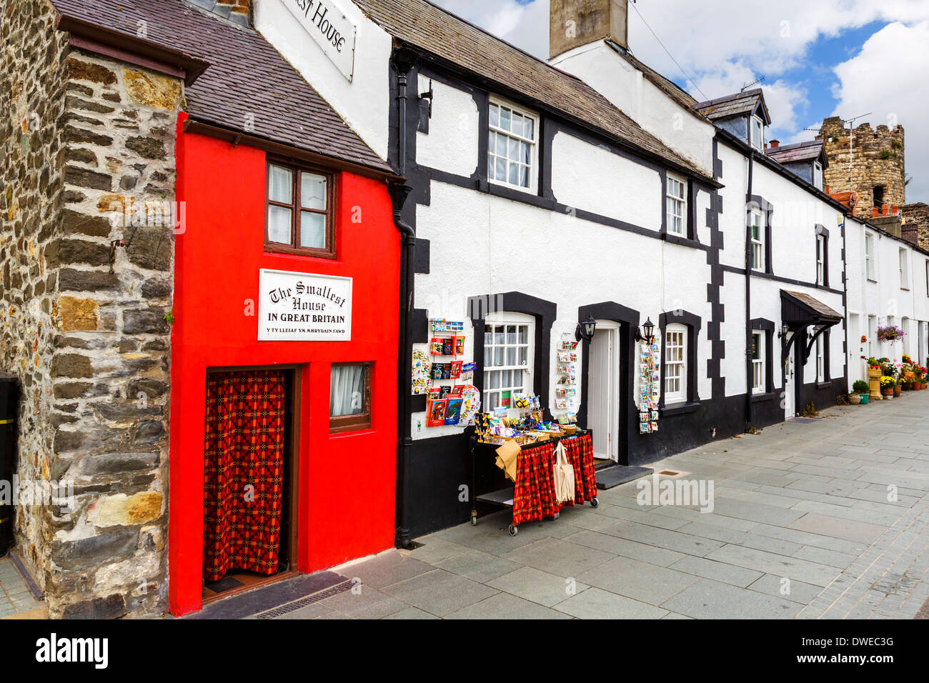 The Smallest House in Great Britain on the harbourfront in Conwy, North Wales, UK - Stock Image