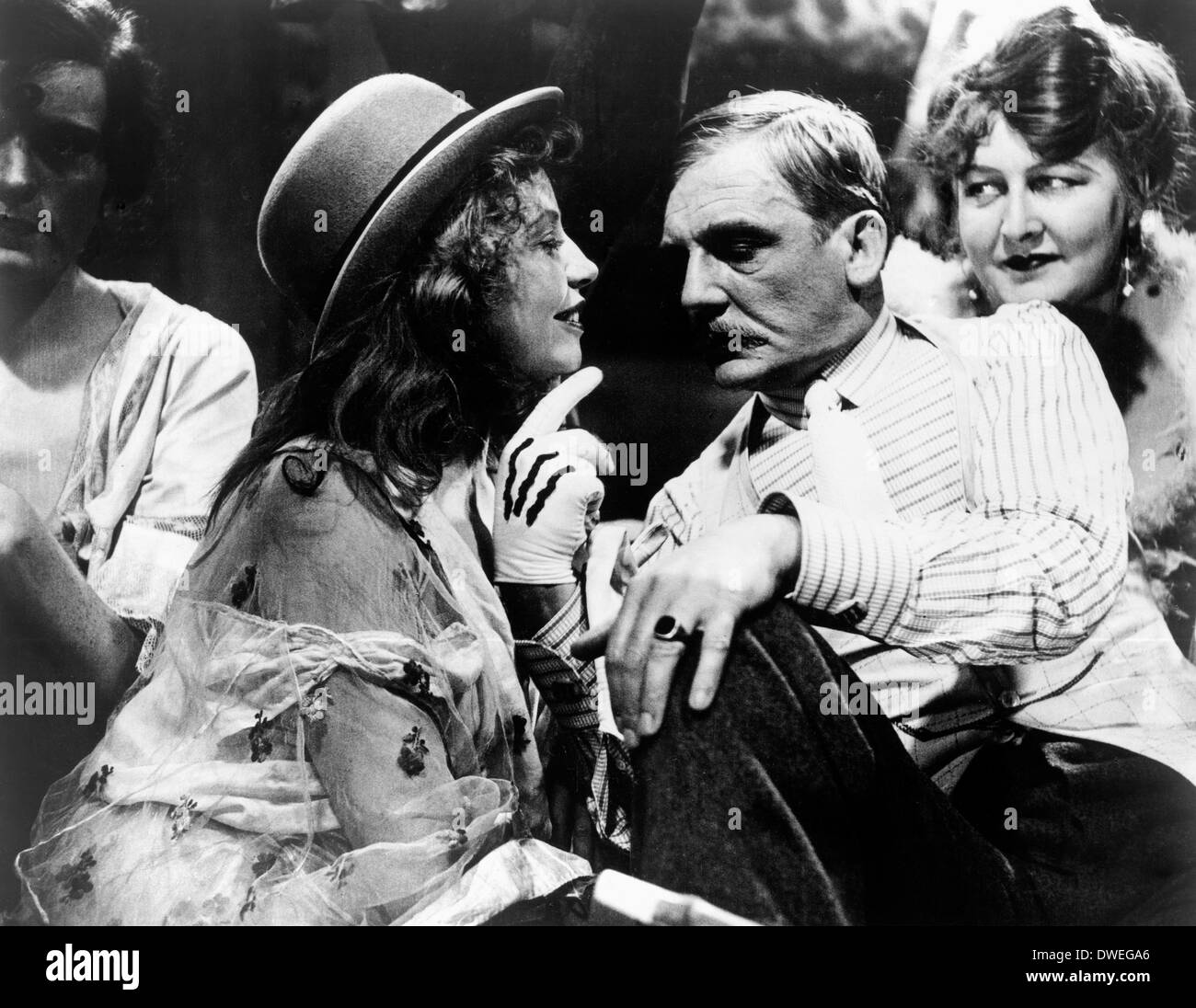 Carola Neher, Rudolf Forster and Valeska Gert, on-set of the Film, 'The Threepenny Opera' Directed by  G. W. Pabst, 1931 - Stock Image