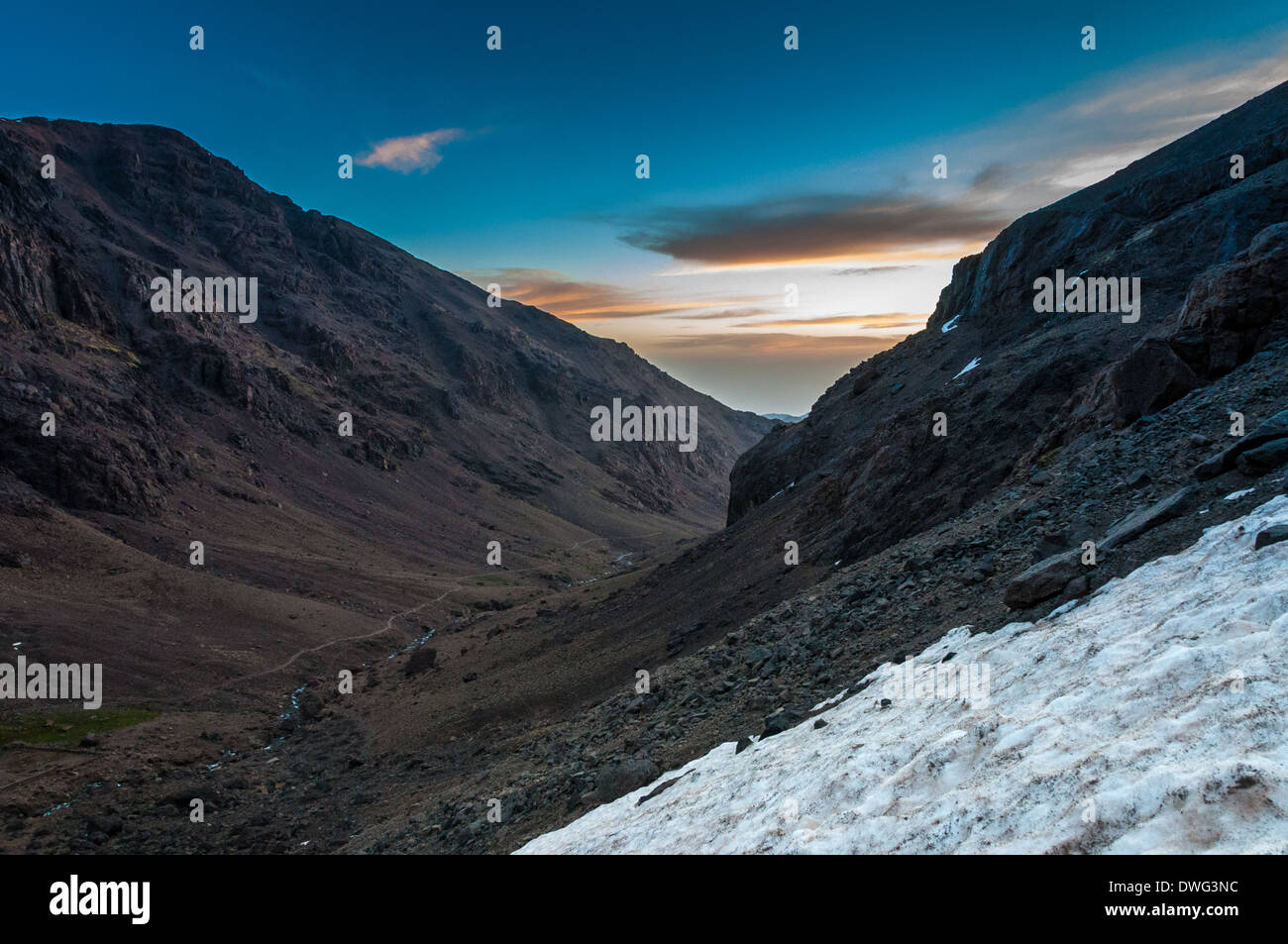 Sunrising during the early morning ascent of Toubkal in Morocco - Stock Image