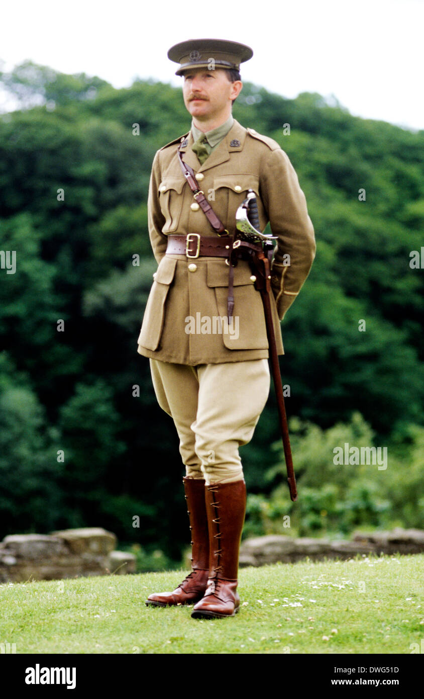 1st First World War 1, British Officer, 1914 - 1918, historical re-enactment Army soldier soldiers uniform uniforms - Stock Image