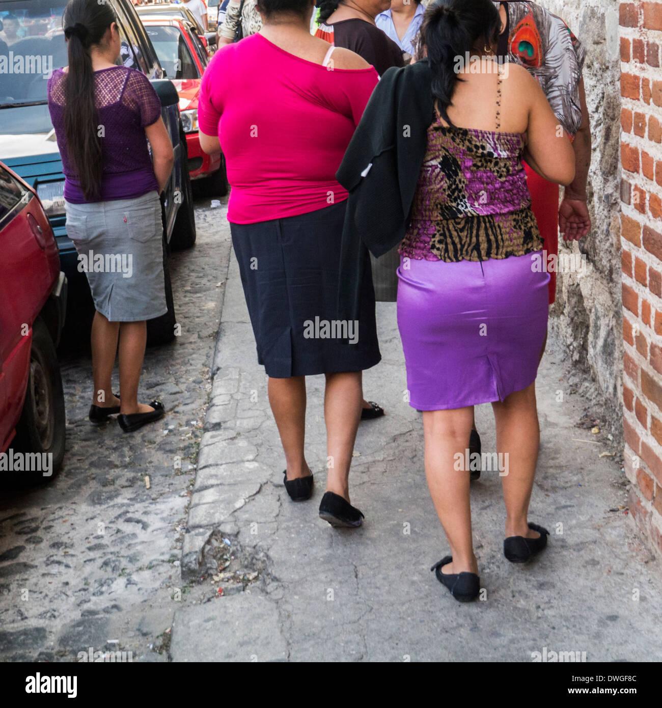attractive women in antigua guatemala