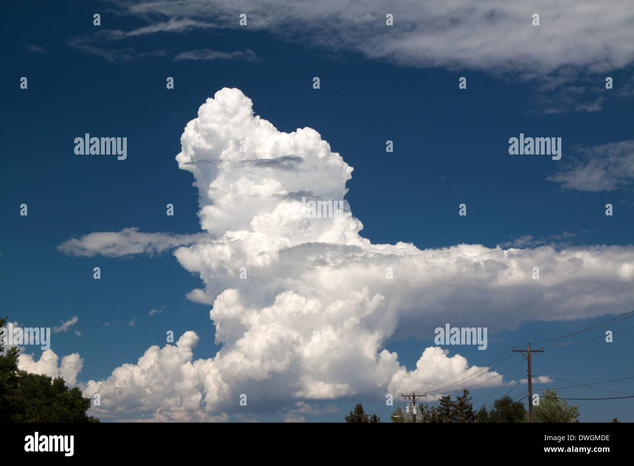 Thunderhead forming in clear sky - Stock Image