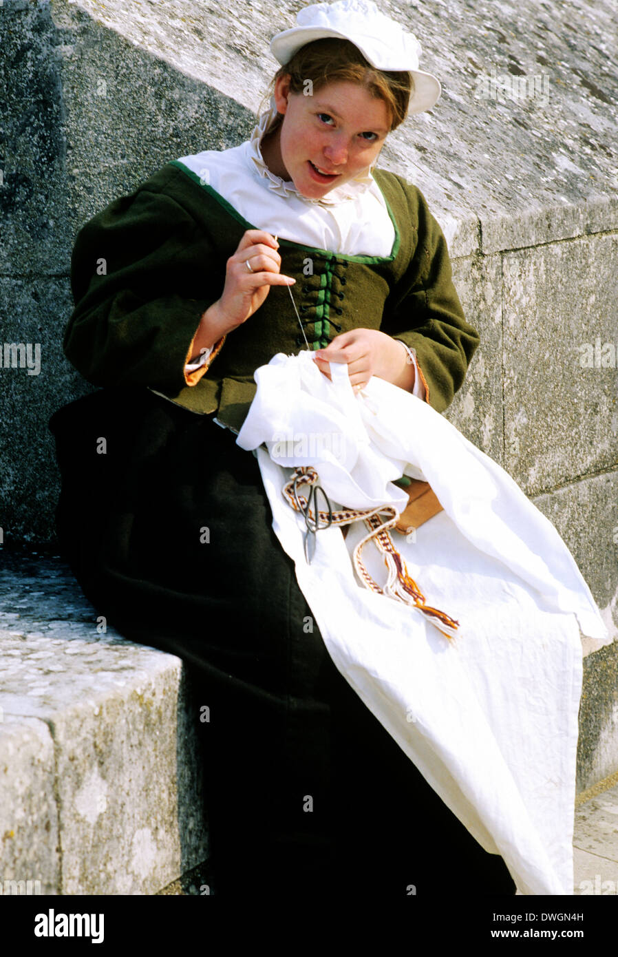 English Tudor Period, young woman sewing, 16th century, historical re-enactment, costume fashion fashions England UK - Stock Image