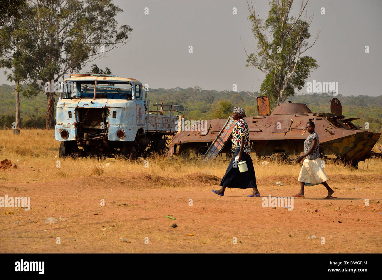 Women and tank, Angola, Africa - Stock Image