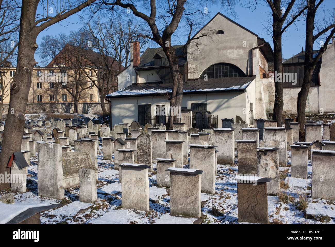 The old Jewish Remu'h cemetery and synagogue in the Kazimierz district in the city of Krakow in Poland - Stock Image