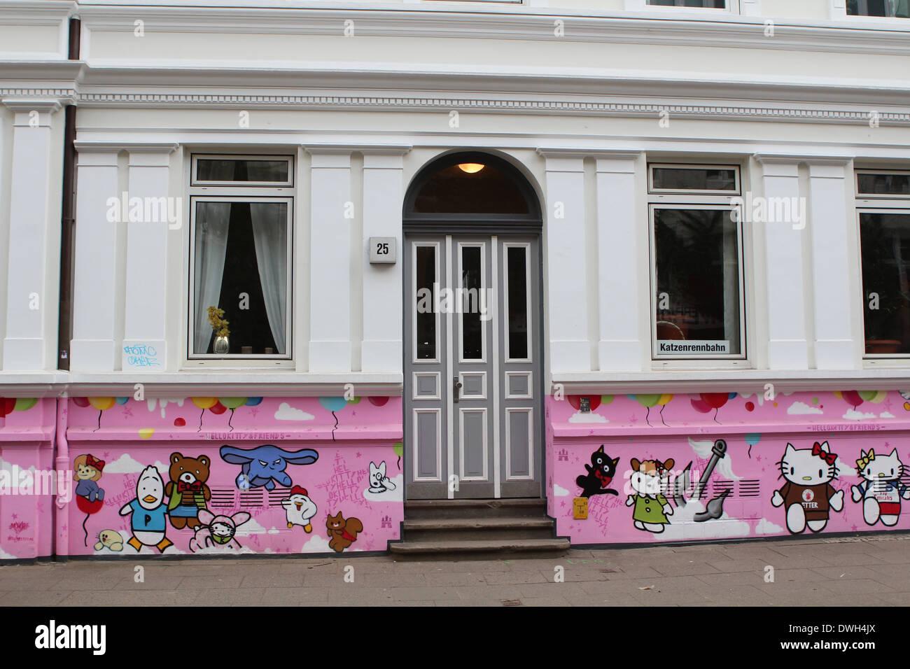 House with fairy tale decoration in Ottensen Hamburg graffiti - Stock Image