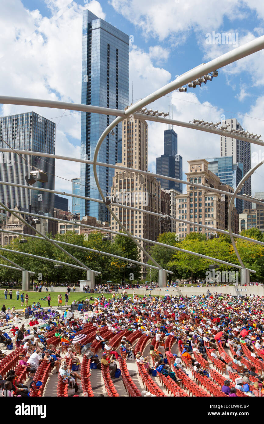 Chicago, Illinois, United States of America, Millennium Park and city skyline - Stock Image