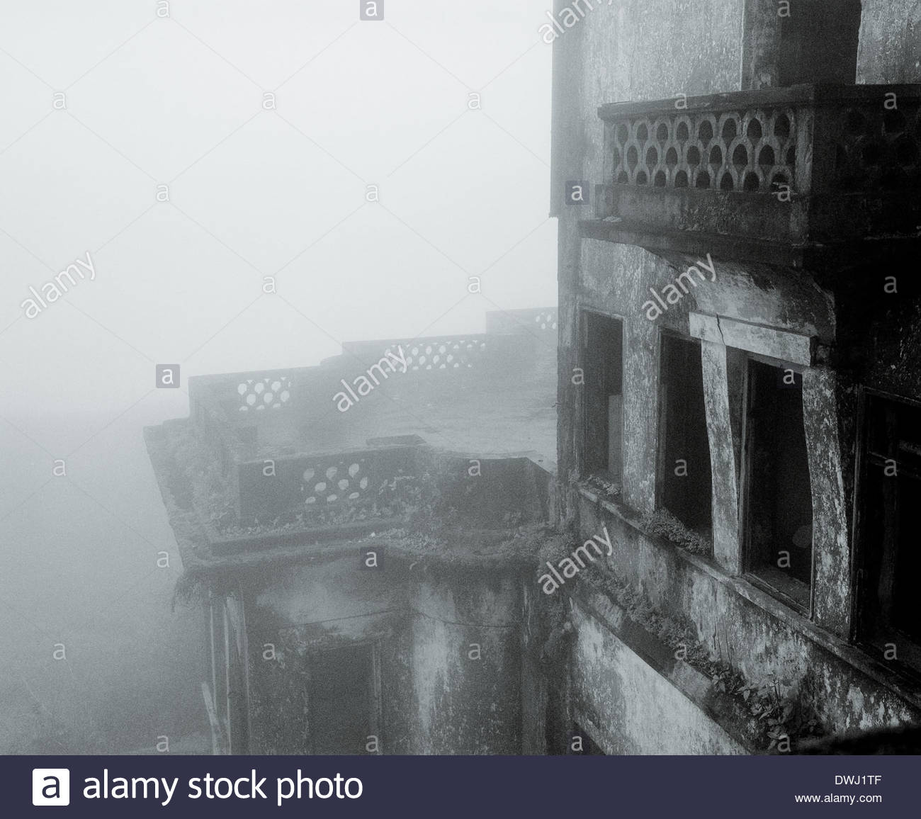 An old French Colonial hotel shrouded in fog at the Bokur Mountain Hill Station, Kampot province, Cambodia, South East Asia. - Stock Image