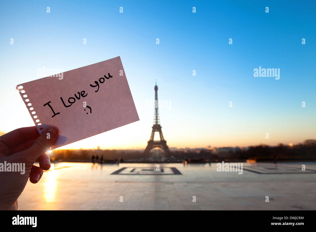 hand holding paper with 'i love you' message - Stock Image