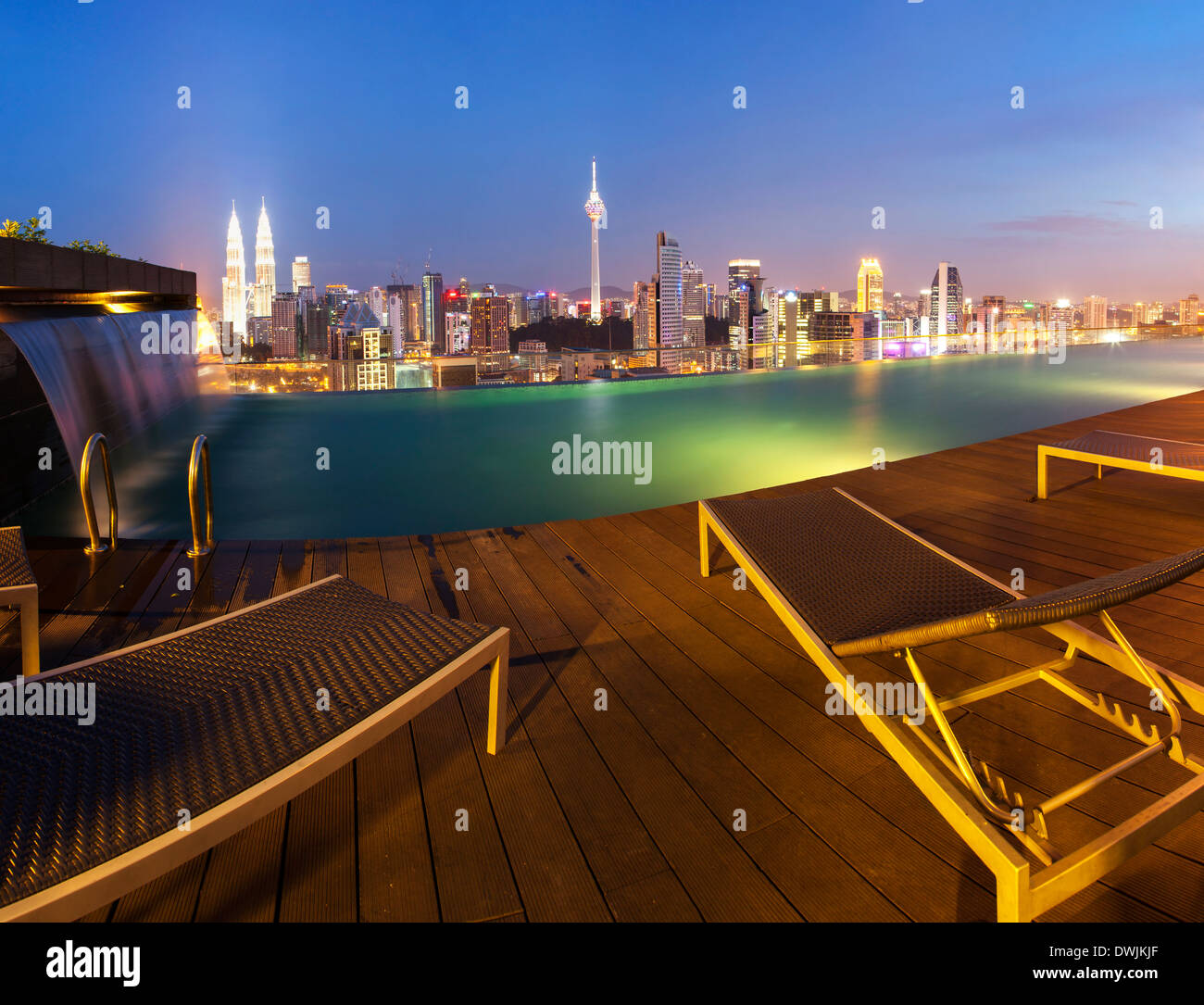 Klcc roof stock photos klcc roof stock images alamy - Rooftop swimming pool kuala lumpur ...