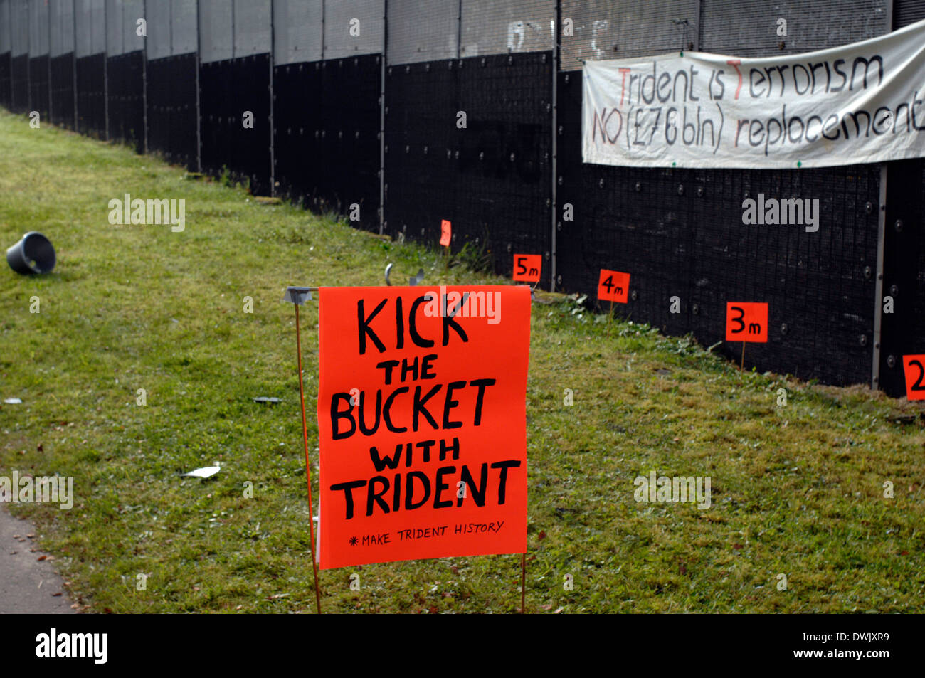 Faslane365 1st October 2007, a one year continuous peaceful blockade of the Trident base - Stock Image