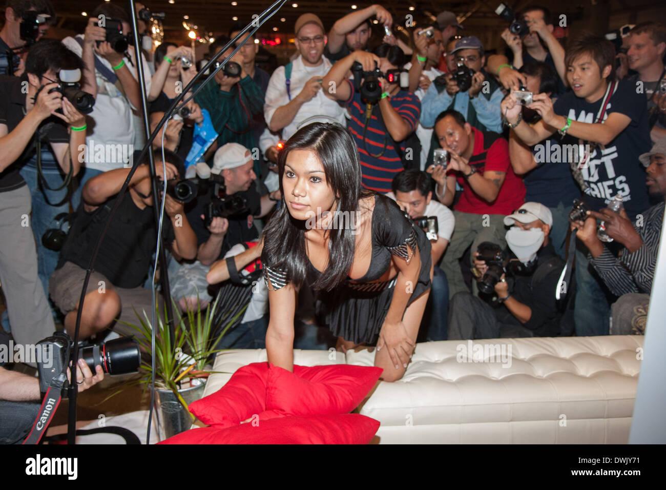 Paparazzi loni Legend nude photos 2019