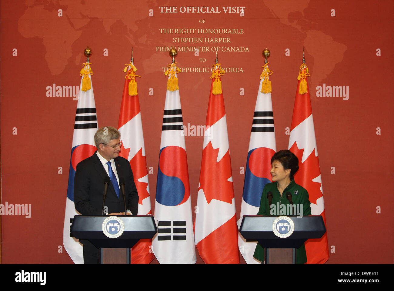 Seoul, South Korea. 11th Mar, 2014. South Korean President Park Geun-Hye (R) and Canadian Prime Minister Stephen Harper hold a joint press conference at the presidential Blue House in Seoul, South Korea, March 11, 2014. South Korea and Canada finalized years of negotiations on their free trade agreement (FTA) on Tuesday after talks between Park Geun-hye and Stephen Harper. © Park Jin-hee/Xinhua/Alamy Live News - Stock Image