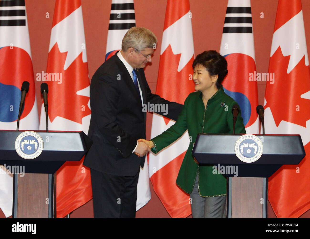 Seoul, South Korea. 11th Mar, 2014. South Korean President Park Geun-Hye (R) shakes hands with Canadian Prime Minister Stephen Harper during their joint press conference at the presidential Blue House in Seoul, South Korea, March 11, 2014. South Korea and Canada finalized years of negotiations on their free trade agreement (FTA) on Tuesday after talks between Park Geun-hye and Stephen Harper. © Park Jin-hee/Xinhua/Alamy Live News - Stock Image