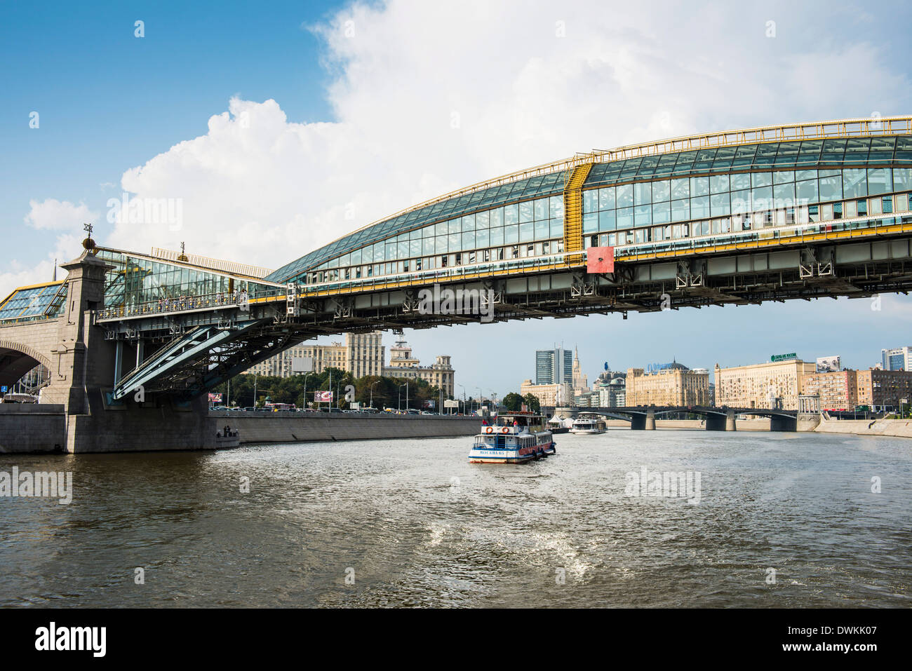 Bridge spanning the Moskva River (Moscow River), Moscow, Russia, Europe - Stock Image