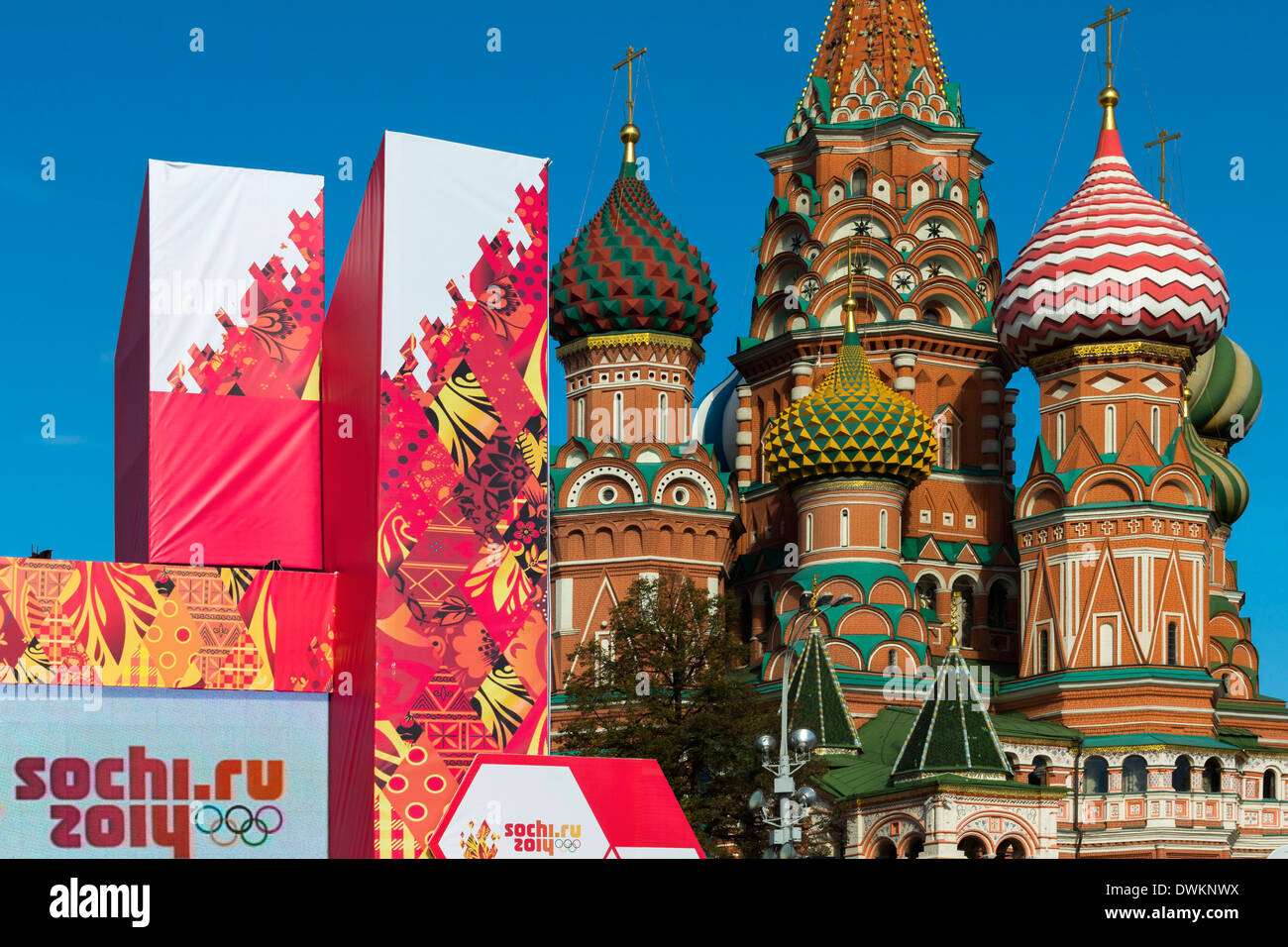 Torch Relay stand for Sochi Winter Olympics 2014, with onion domes of St. Basil's Cathedral beyond, Red Square, Moscow, Russia - Stock Image