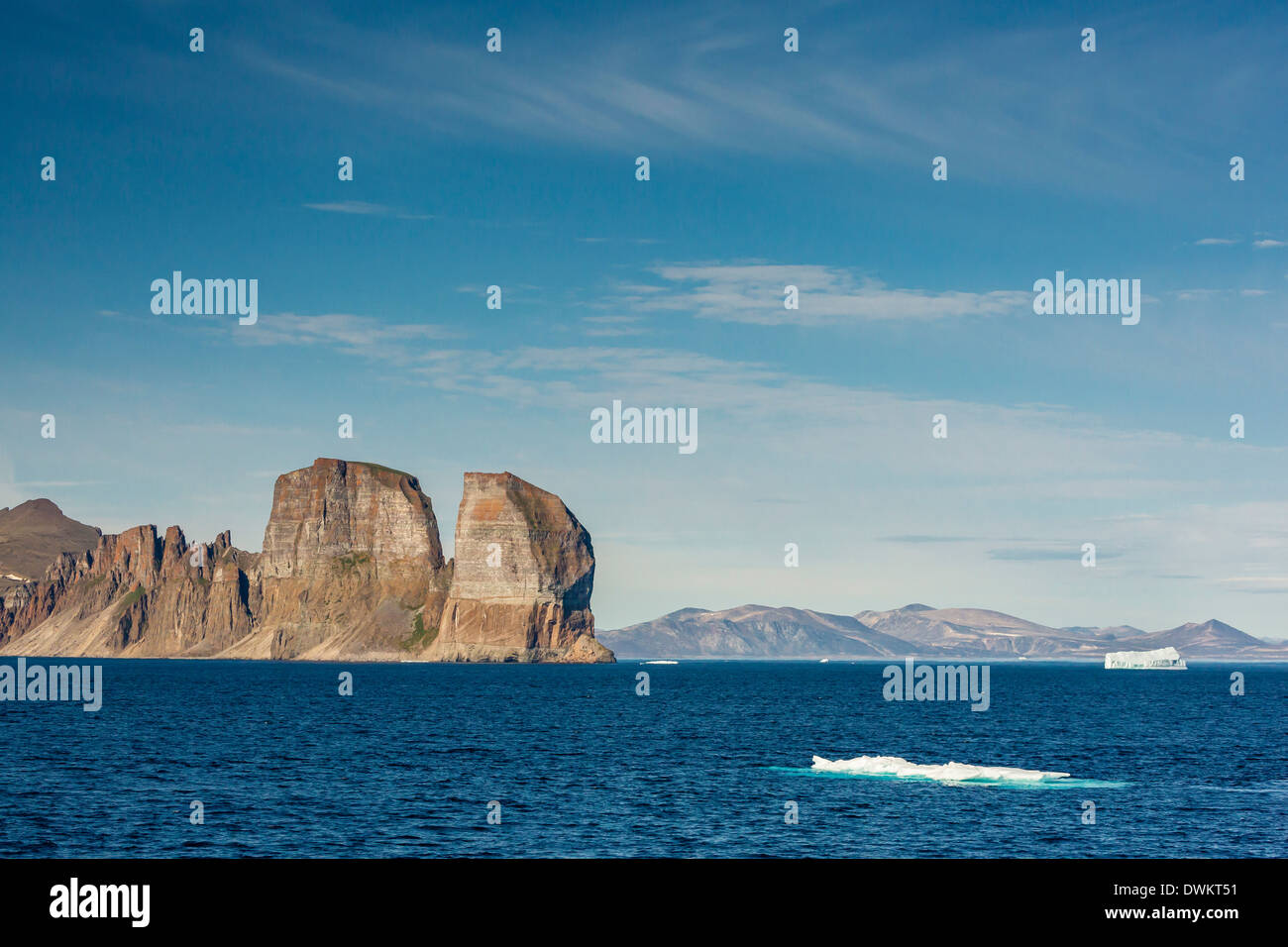 View of the jagged cliffs along the Cumberland Peninsula, Baffin Island, Nunavut, Canada, North America - Stock Image
