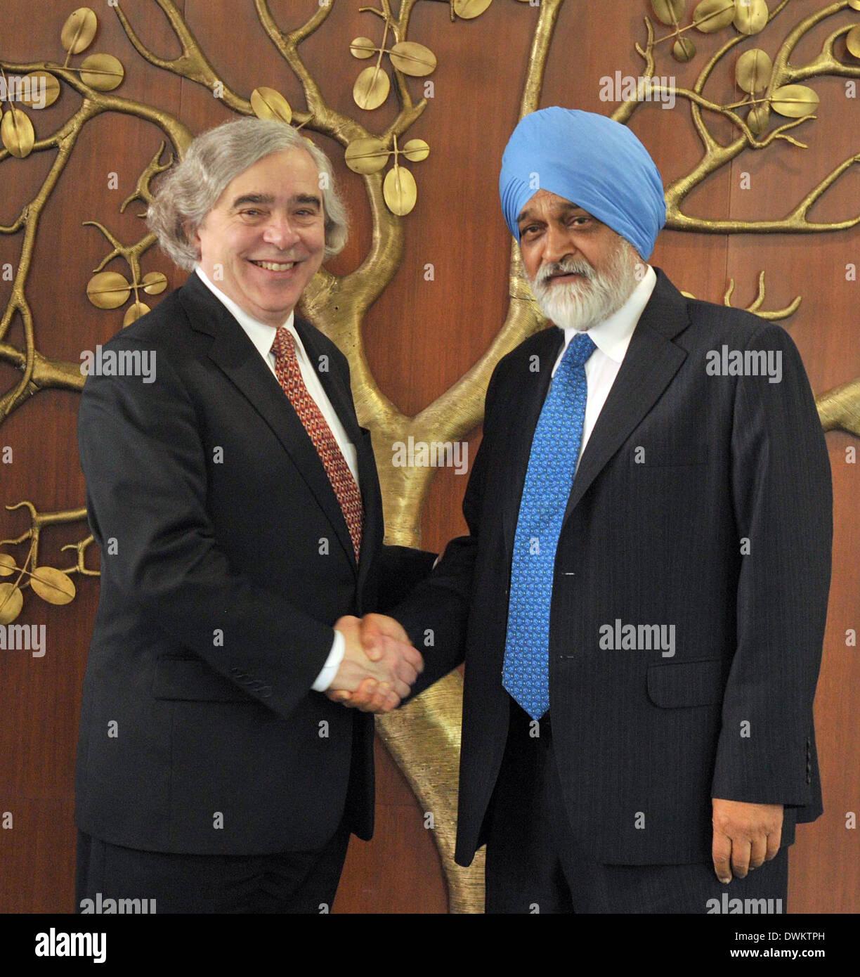 New Delhi, India. 11th Mar, 2014. U.S. Secretary of Energy Ernest J. Moniz (L) shakes hands with Montek Singh Ahluwalia, Stock Photo