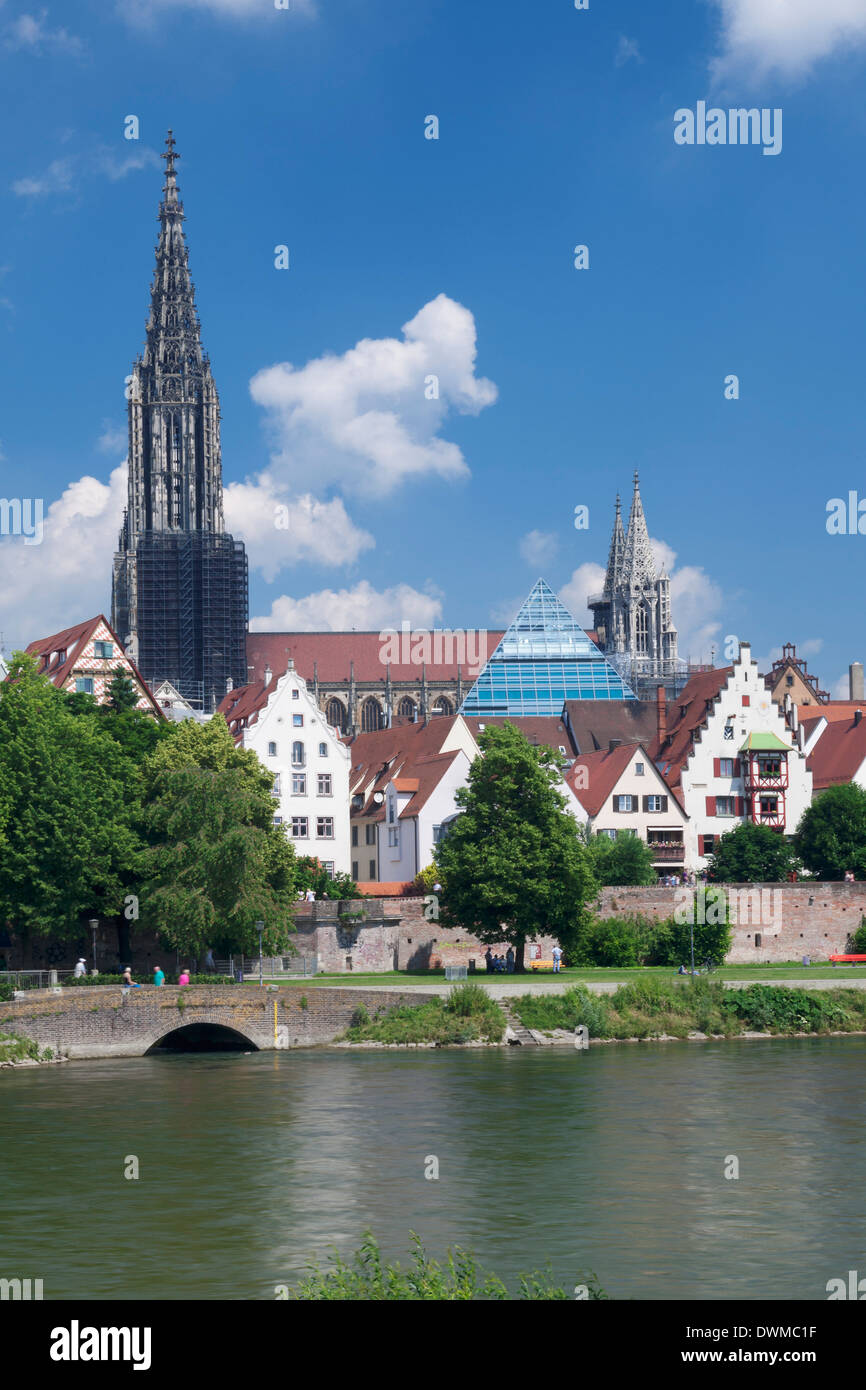 View over River Danube to the old town of Ulm with Minster (Muenster), Baden Wurttemberg, Germany, Europe Stock Photo