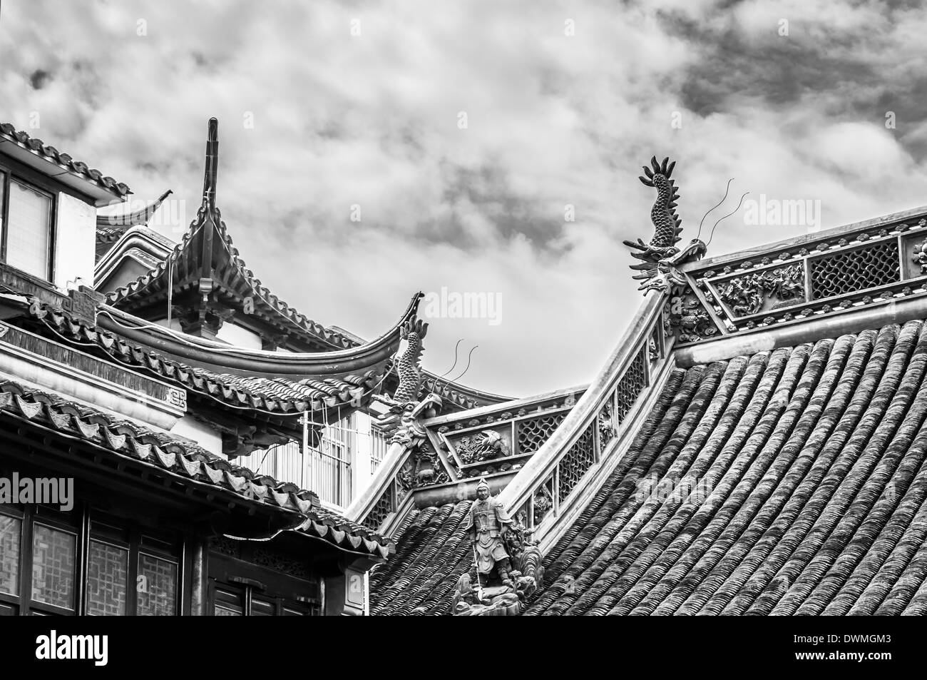 The traditional Chinese architecture at Yuyuan Gardens in Shanghai, China. - Stock Image