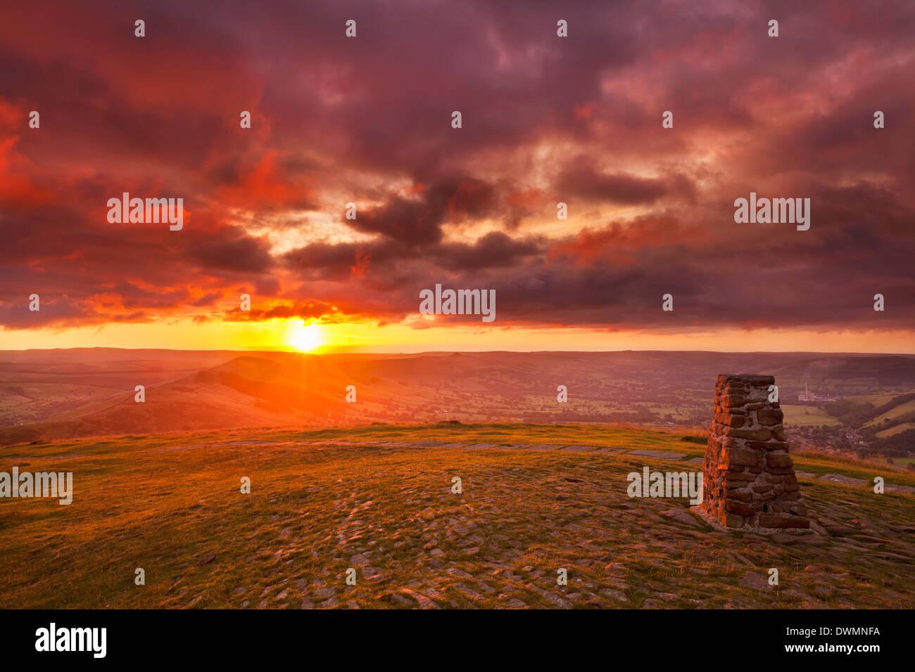 Sunrise on Great Ridge, Mam Tor, Hope Valley, Peak District National Park, Derbyshire, England, United Kingdom, Europe - Stock Image