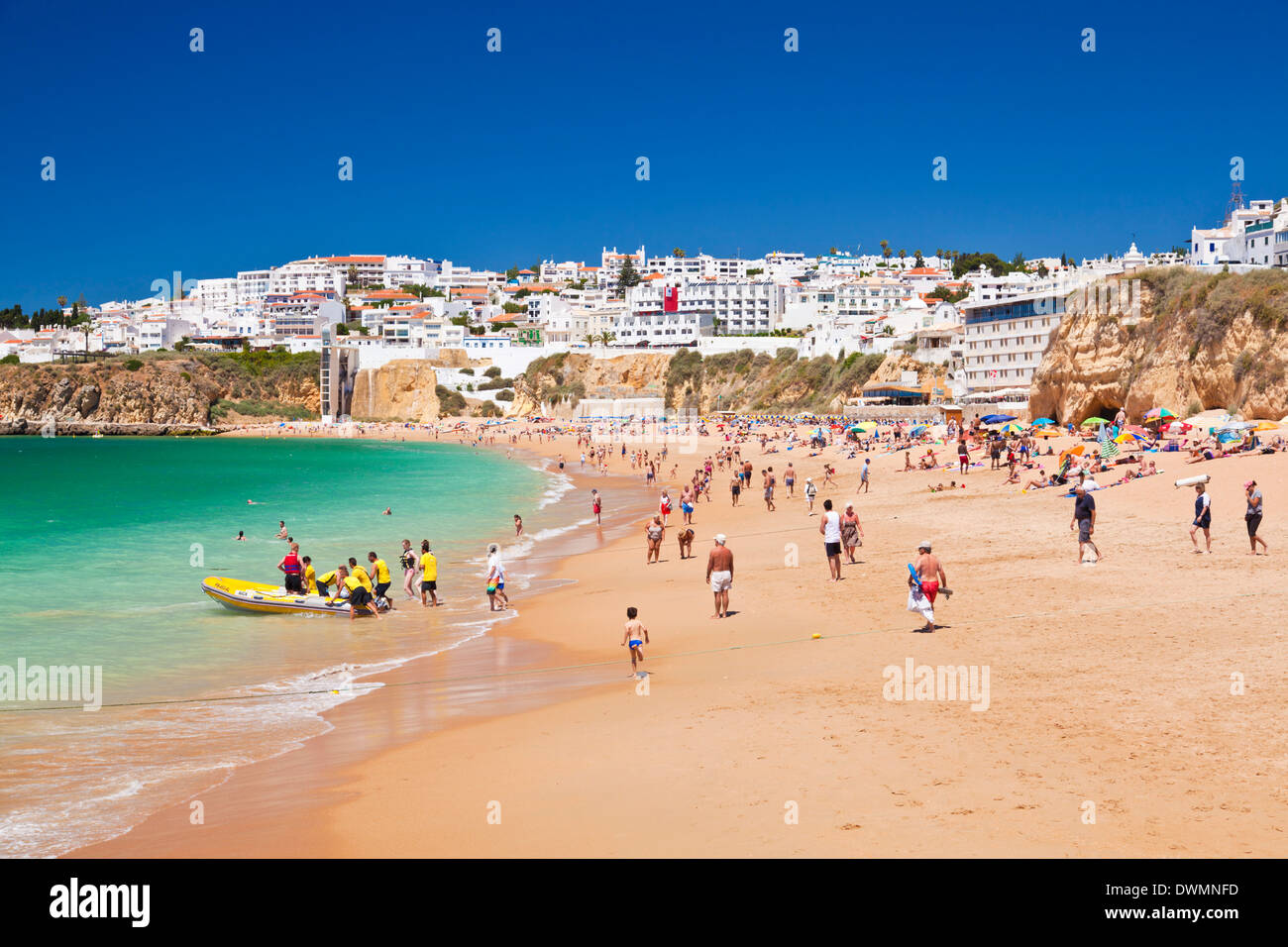 Holidaymakers on Fishermans Beach (Praia dos Pescadores), Albufeira Beach, Algarve, Portugal, Europe - Stock Image