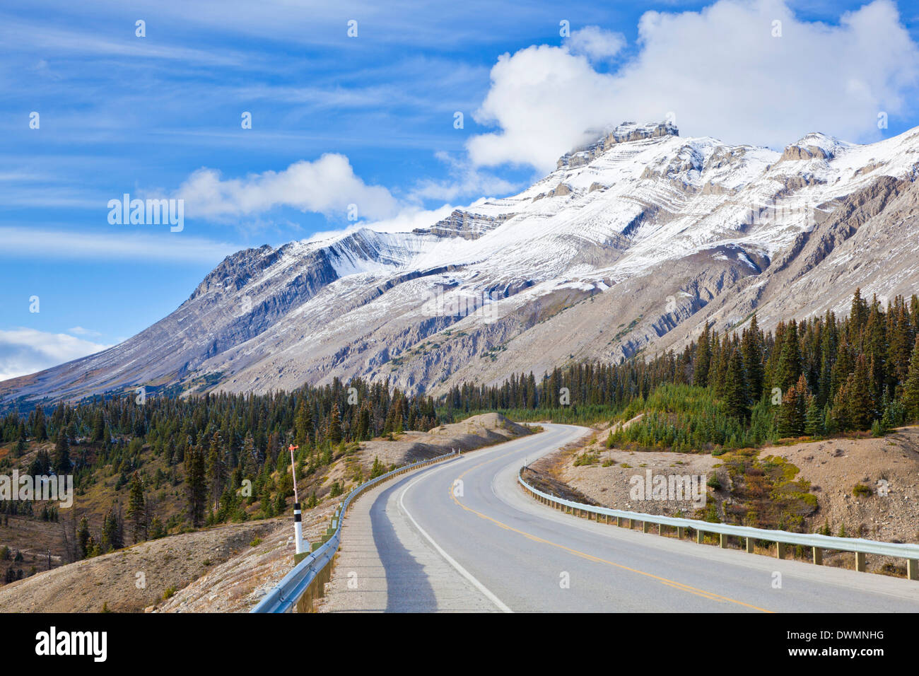 The Icefields Parkway road highway through Jasper National Park, UNESCO World Heritage Site, Alberta, Canadian Rockies, Canada - Stock Image