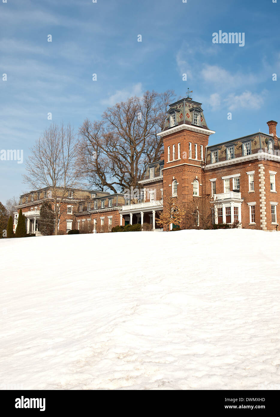 brick manor home in the wintertime - Stock Image