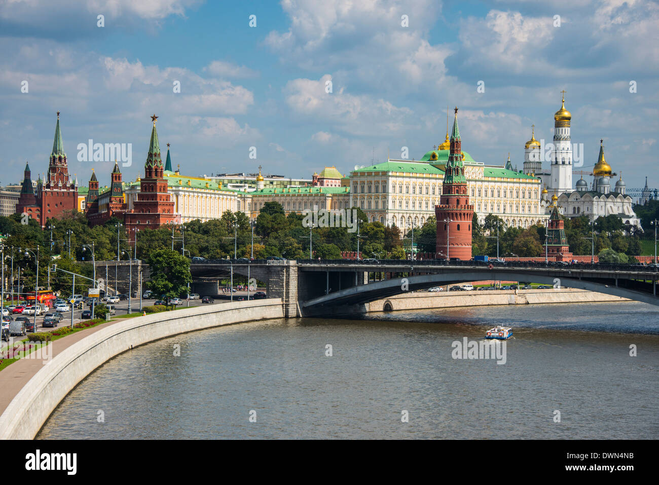 The Moskva River (Moscow River) and the Kremlin, UNESCO World Heritage Site, Moscow, Russia, Europe - Stock Image