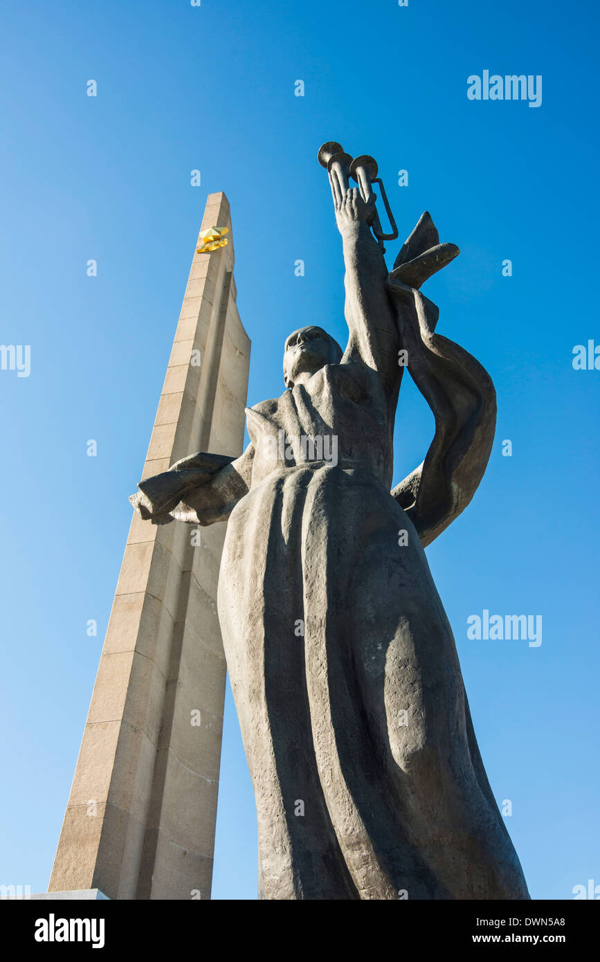 Hero Statue on the Hero City Obelisk, Pieramohi Park, Minsk, Belarus, Europe Stock Photo