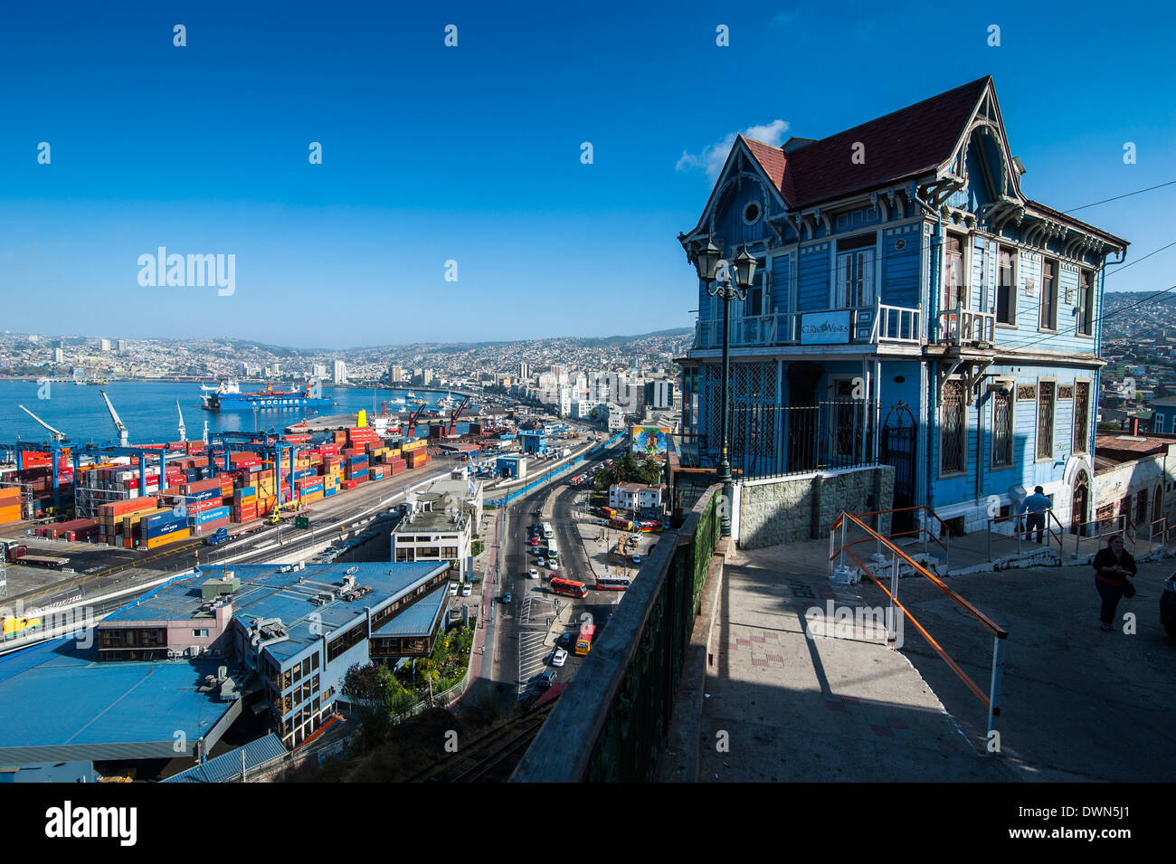 Old wooden villa overlooking the Historic Quarter, UNESCO World Heritage Site, Valparaiso, Chile, South America - Stock Image