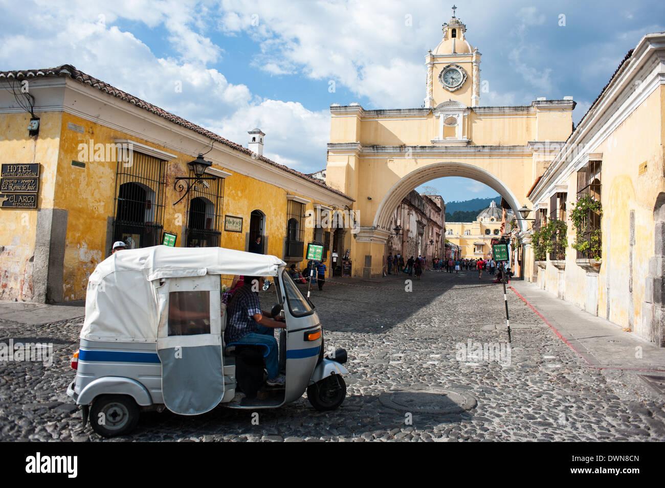 The Santa Catalina Arch in Antigua, Guatemala - Stock Image