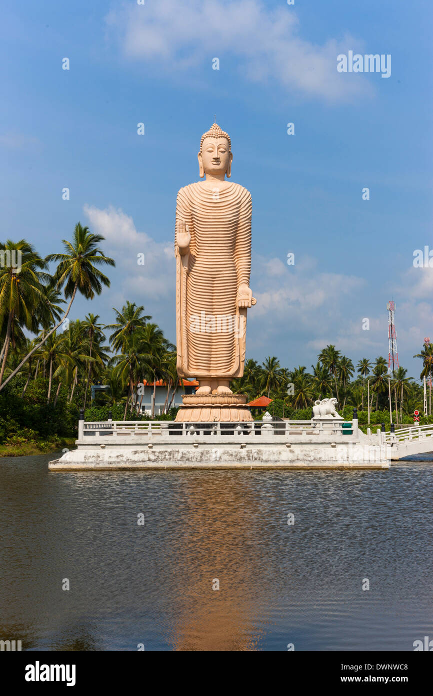 Buddha sculpture, memorial of the Tsunami disaster on 26.12.2006, Pereliya region, Southern Province, Sri Lanka - Stock Image