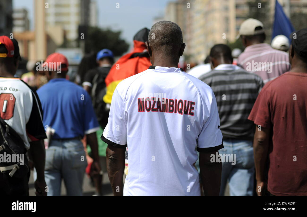 The so-called 'Madgermanes' (crazy Germans) demonstrate in Maputo, Mozambique, 14 August 2013. The former guest Stock Photo