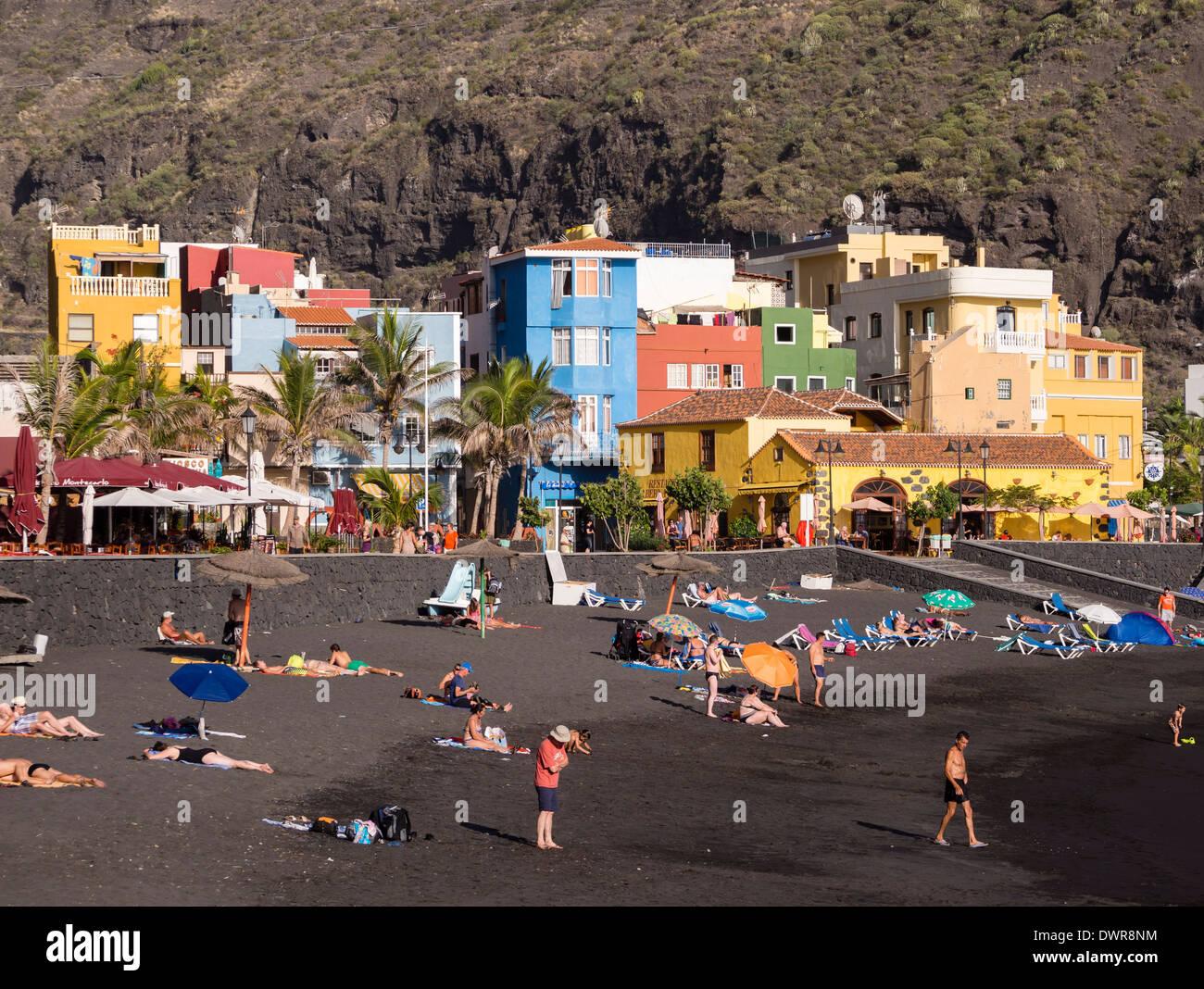 The dark black sand beach of Puerto de Tazacorte on the Canary Island of La Palma. - Stock Image
