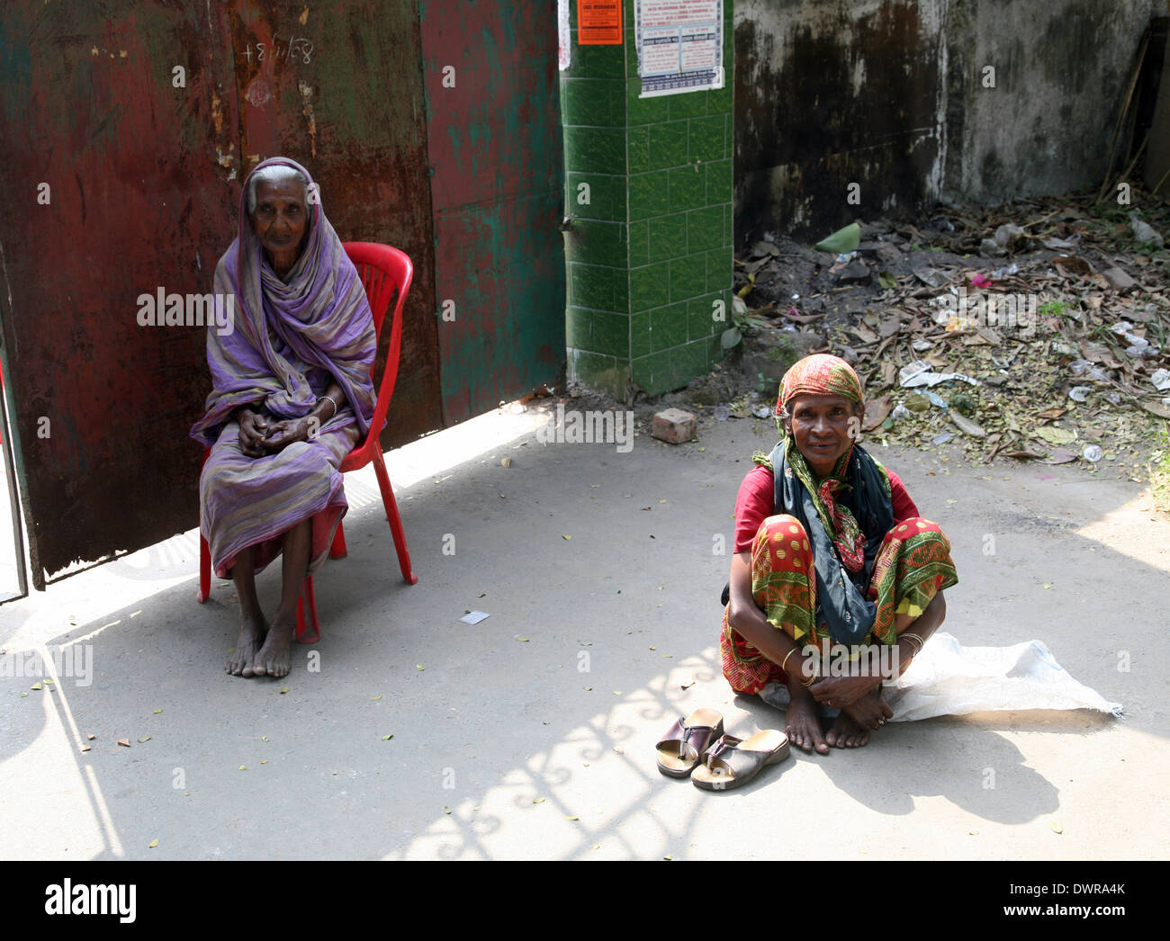Streets of Kolkata. People live and work on the streets - Stock Image