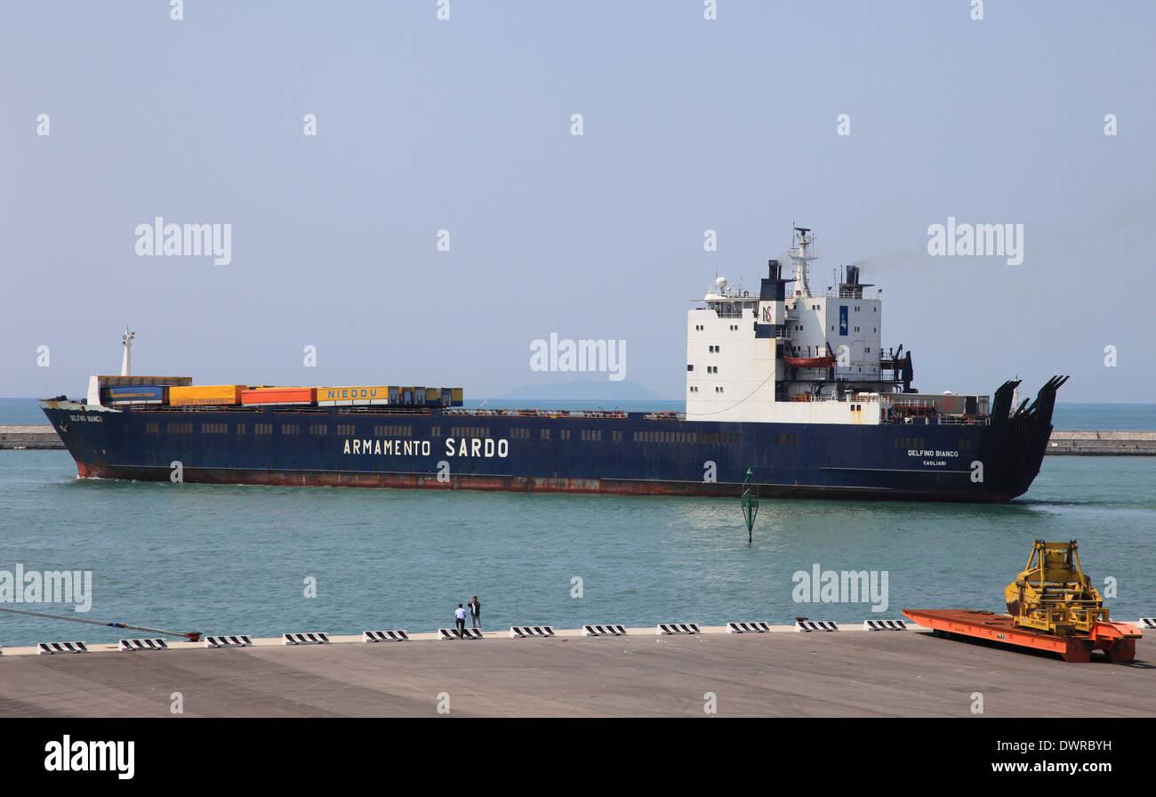 Ro-Ro cargo ship DELFINO BIANCO leaving Livorno harbor Italy - Stock Image