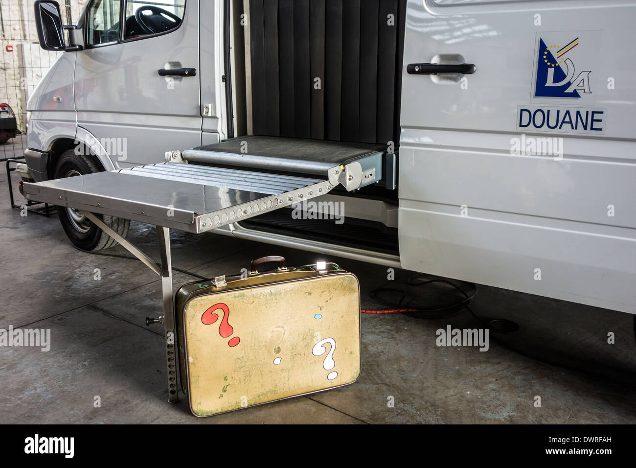X-Ray baggage scanning vehicle of Belgian customs for detecting weapons, explosives and narcotics in suspicious luggage, Belgium - Stock Image