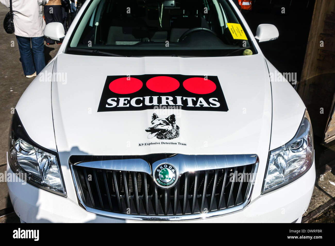 Car with logo of Securitas K9 Explosive Detection Team working with explosive-detection dogs searching for explosives and drugs - Stock Image