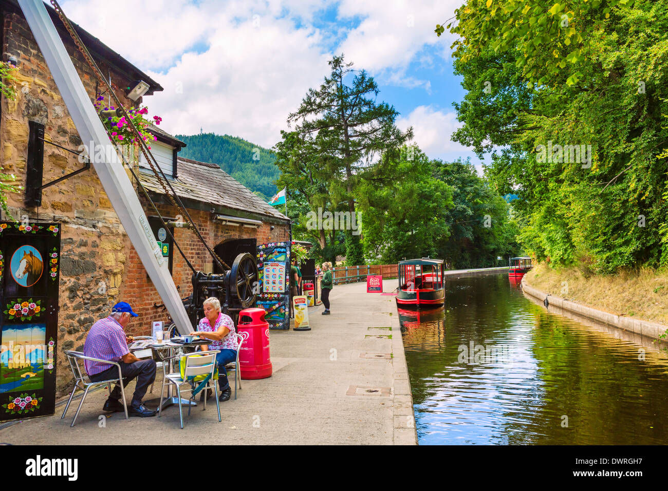 Cafe on the Llangollen Canal, Llangollen, Denbighshire, Wales, UK - Stock Image