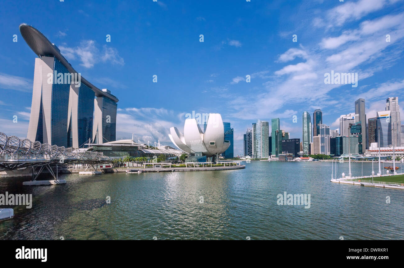 Singapore, view of Marina Bay Sands, Art Science Museum and the Singapore skyline - Stock Image