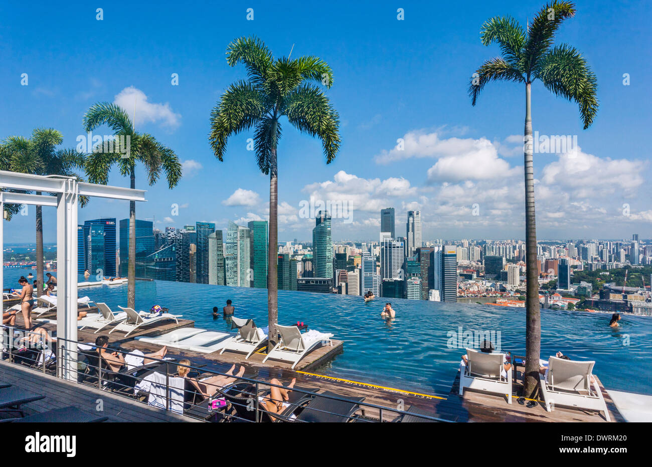 Singapore, infinity edge swimming pool at the Sands SkyPark on 57th storey of the Marina Bay Sands Hotel - Stock Image
